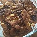 Brownie aux pommes, noix et caramel