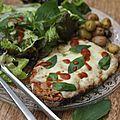 Tartine chaude à la tomate, pesto, thon et mozarrella