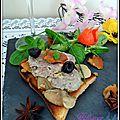 Toasts grillés au cou d'oie farci et champignons