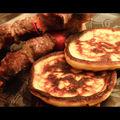 Brochettes et galettes de pommes de terre au laguiole