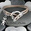 <b>Bracelet</b> <b>enfant</b> ou femme cuir rond beige métallisé et breloque petite fille