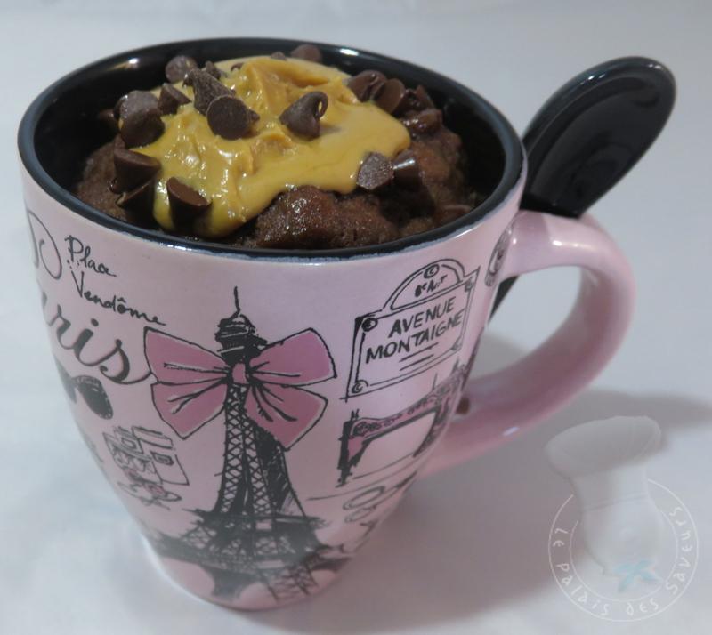 Mug cake chocolat, coeur coulant au beurre de cacahuètes
