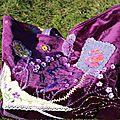 Un sac tissu velours violet