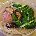 Recette vietnamienne: soupe phô au concombre et saucisse fumée.