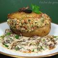 Pommes de terre farcies truffées, sauce aux morilles ou aux cèpes