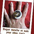 bague blanche et bois (B131)