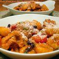 Gnocchi au poulet, à l'indienne : tandoori, noix de coco, bananes et raisins secs