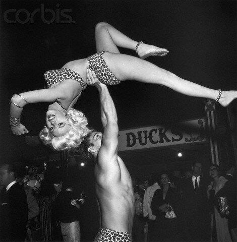 jayne-1956-10-30-LA_paramount_sunset_studio-with_mickey-3