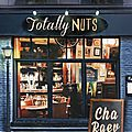 Totally nuts de cha raev chez mix d'editions