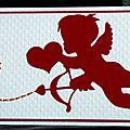 Un cupidon ... une touche de broderie ... une <b>carte</b> de félicitations <b>porte</b>-<b>billet</b> pour glisser votre chèque !