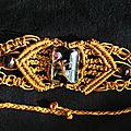 <b>Bracelet</b> en <b>macramé</b> vieil or et perle de verre noire