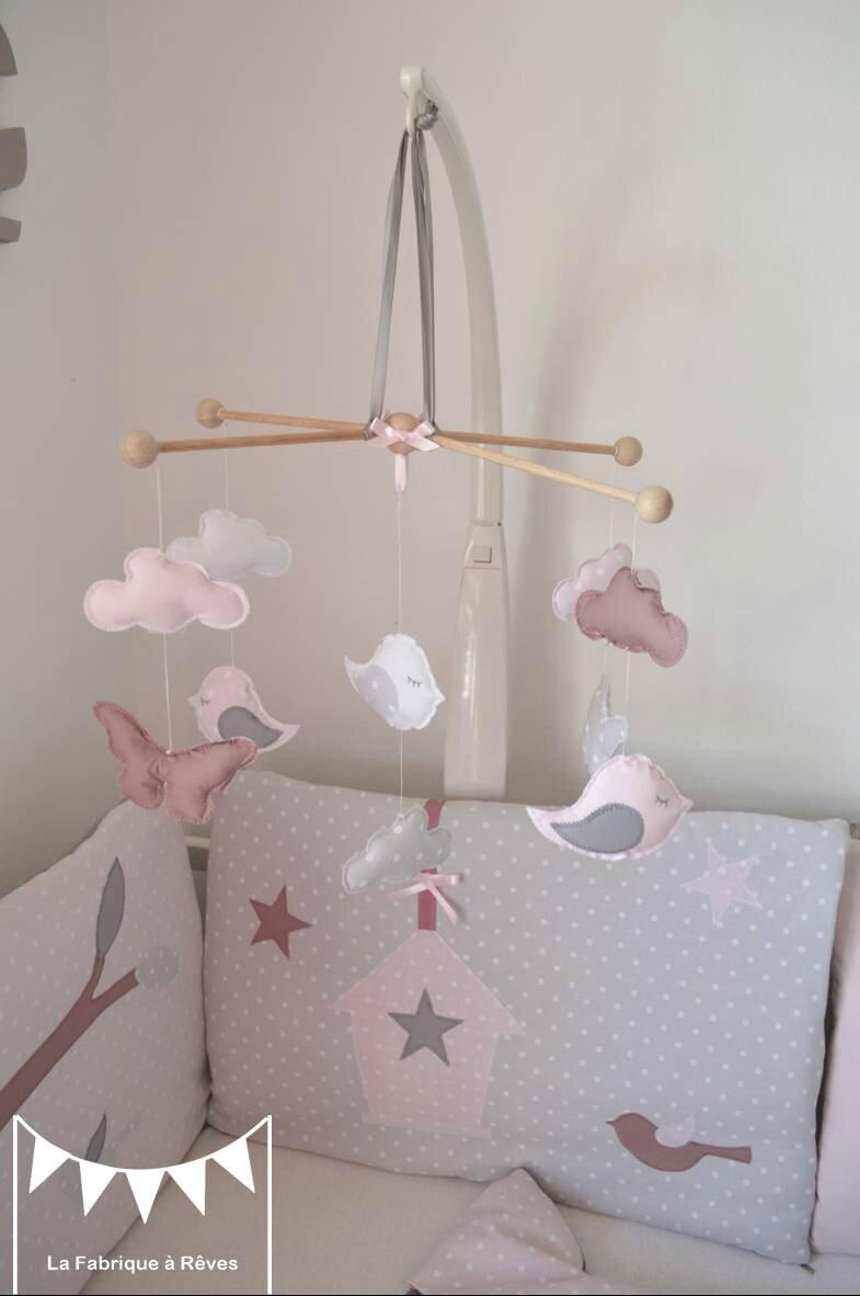 mobile b b enfant fille rose poudr gris rose ancien blanc papillons nuage oiseau photo de 5. Black Bedroom Furniture Sets. Home Design Ideas