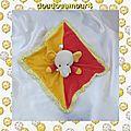 Doudou Plat Eléphant jaune rouge, foulard, grelot <b>CP</b> <b>International</b>