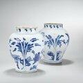 Deux potiches en porcelaine bleu blanc, XVIIe siècle