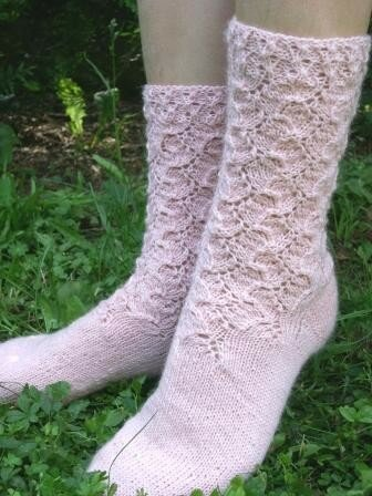 Chaussettes dentelle rose finies1