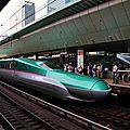 Shinkansen E5系 'Hayabusa' à Tôkyô eki