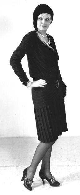 jean-1930-portrait_entier-03-1