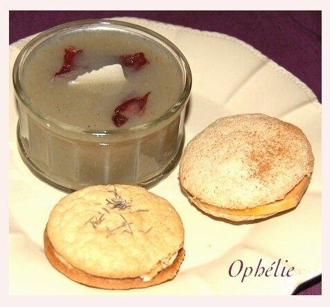 Duo de macarons Foie gras-épices, chèvre-miel et velouté d'artic