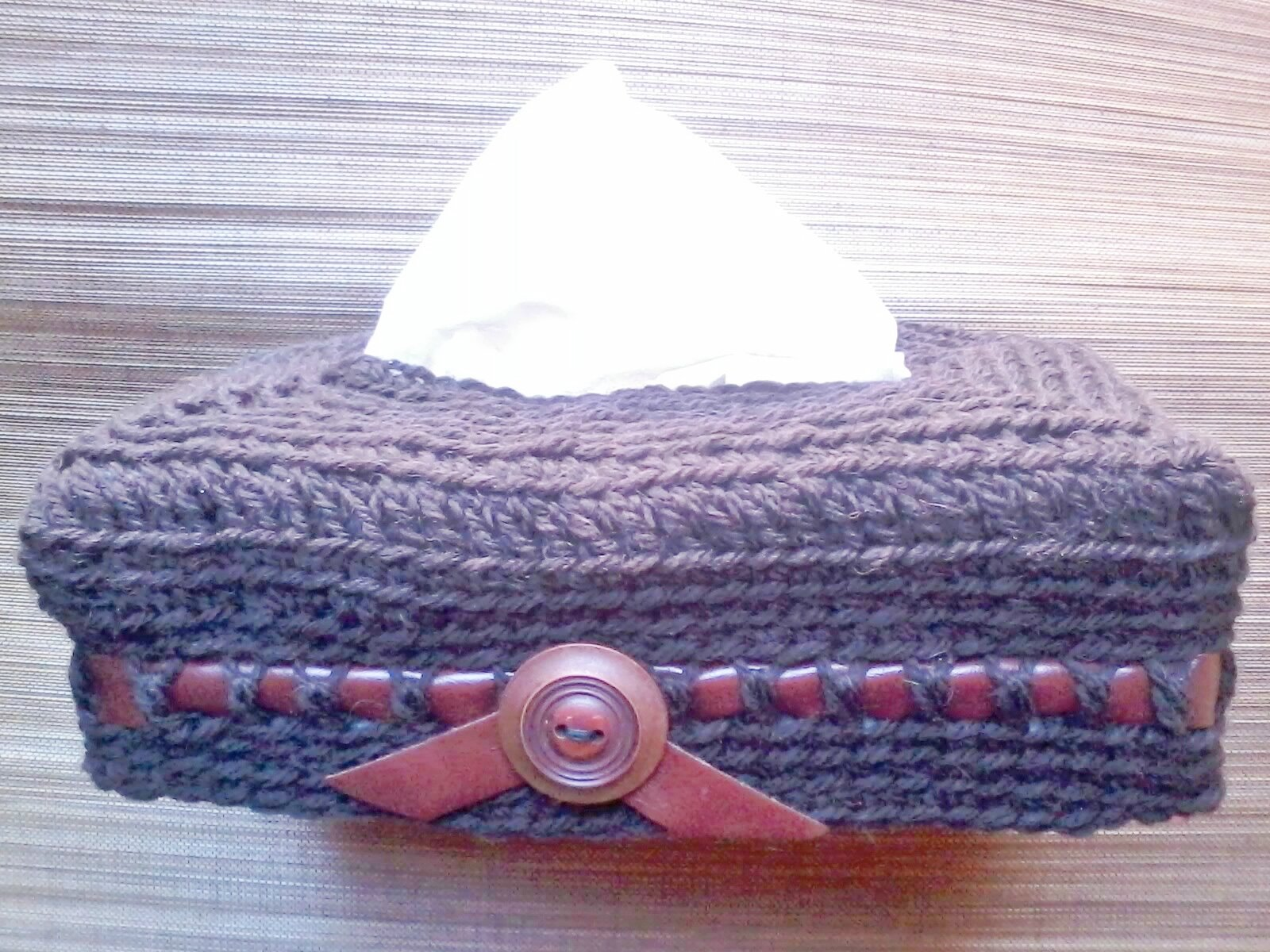 Boîte mouchoirs cuir et crochet.
