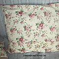 <b>HOUSSE</b> DE COUSSIN - tissu ancien décor de roses/TISSU ANCIEN FLEURS