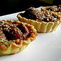 Tartelettes aux prunes du jardin , crumble noisettes