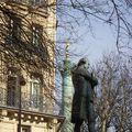 Statue de Beaumarchais et colonne de Juillet à Paris