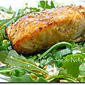 Saumon laqué au miel et au soja, salade à l'huile de sésame