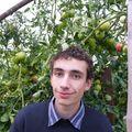 2009 09 27 Cyril devant ses tomates