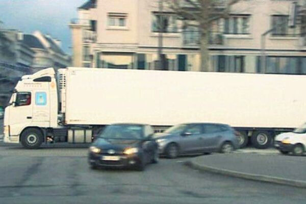 5ede9bfbc0af7_camion_ville_blanc_1