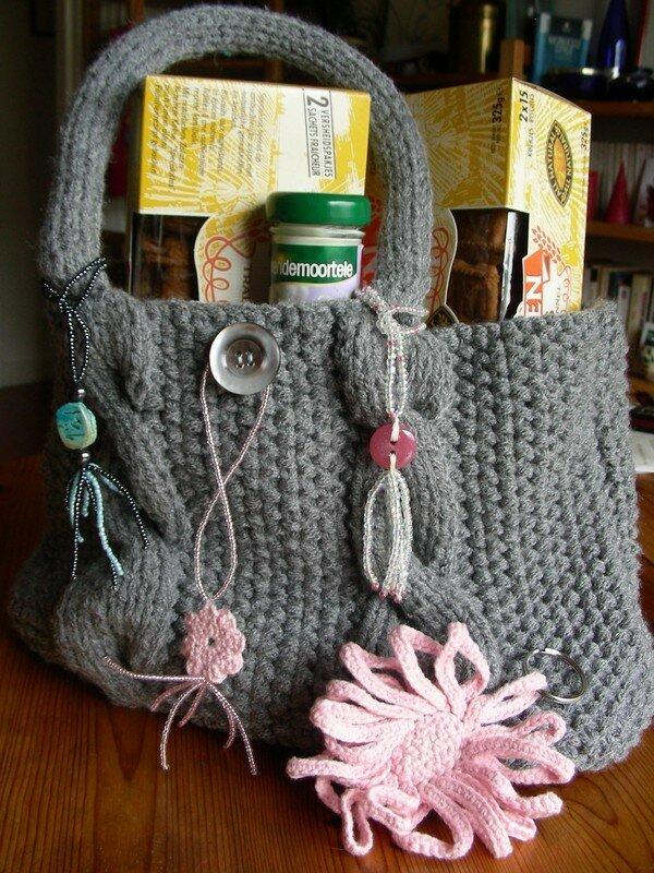 Le sac que j'ai fait pour Baïlili (il faut l'imaginer sans les paquets de biscuits, etc)
