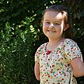 Une robe vichy et fruits pour Ambre