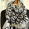 Foulard, écharpe, châle double face soie et coton gris métalisé et noir