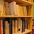 Une bibliothèque deux en un pour le couloir