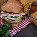 Burger de saumon mi-cuit,pain à l'anis, salade de fenouil et clémentine
