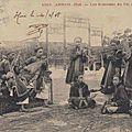 Annam, Huê. Les musiciens du Roi à la répétition & Escote royale: <b>Porte</b>-<b>Encensoir</b>, <b>Porte</b>-Eventail et <b>Porte</b>-Parapluie