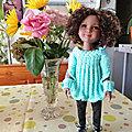 Maya avec une nouvelle robe ...