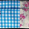 Du vichy turquoises ... des <b>fleurs</b> roses un brin rétro... une pochette à mouchoirs romantique !
