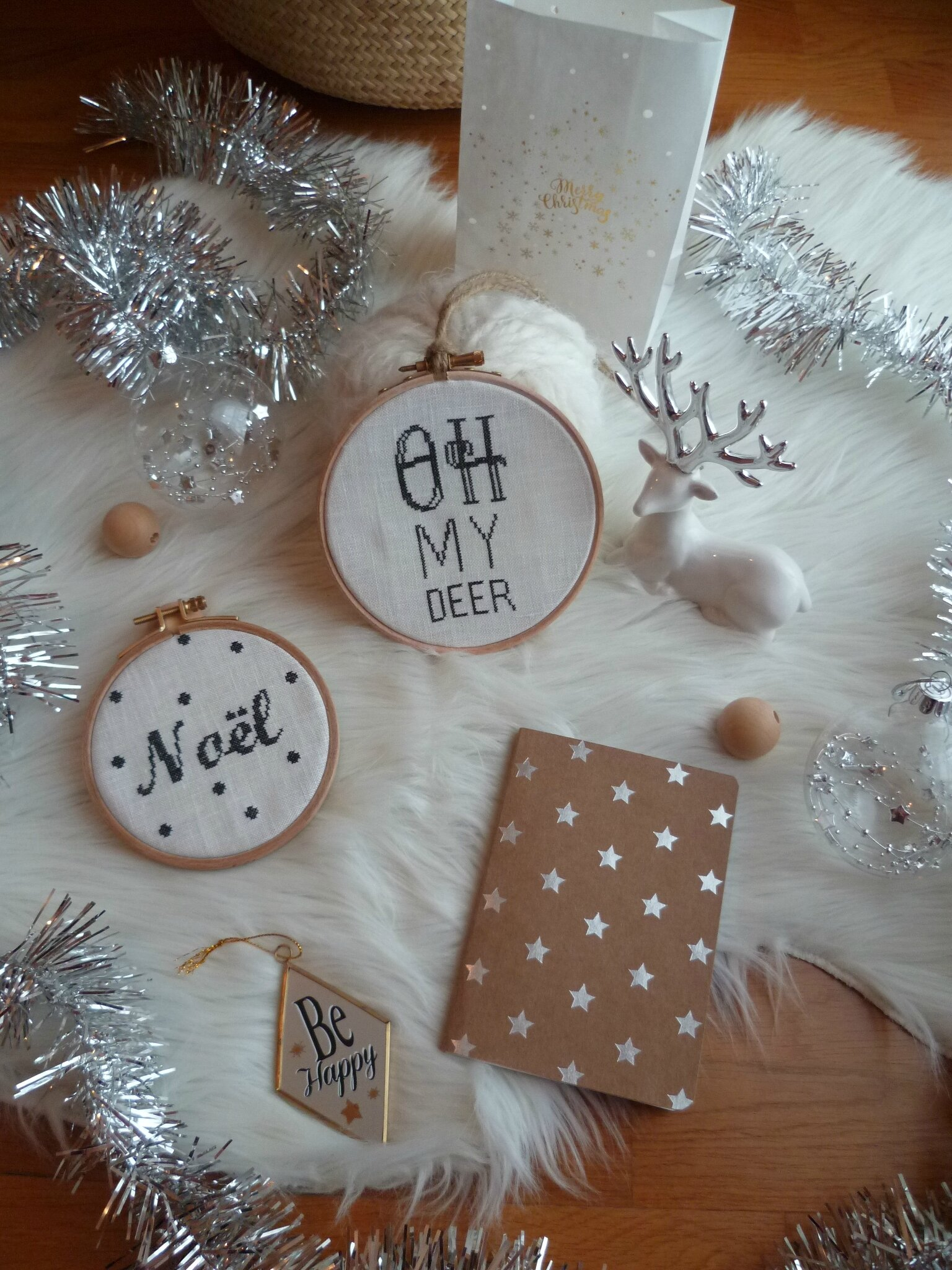 Set of 2 Hoops : NOEL + Oh my Deer