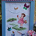 Broderie fillette au jardin et vêtements pour poupée vintage