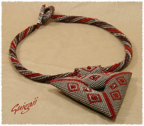 Collier Triangle Marie-Claude