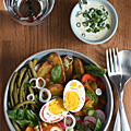 Assiettes complètes, le haricot vert et l'oeuf dur à l'honneur