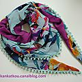 P1300790 foulard à pompons