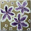 Fleurs sur toile de lin