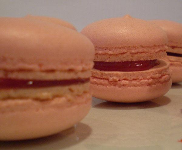Macarons à la fraise filante façon BN