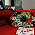 Coussin fleurs crochet