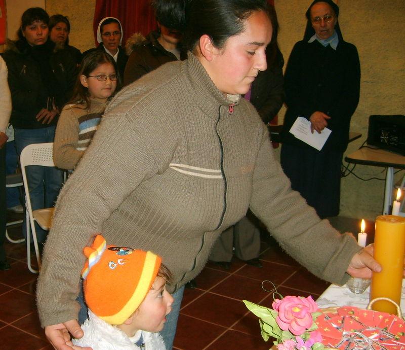 La procesión de ofrenda; Hna Elisabeth y Hna MBernardita