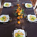 Table d'été en orange et fleur