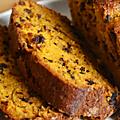 Petites idées pour cuisiner une courge : CAKE MOELLEUX COURGE & <b>PÉPiTES</b> DE CHOCOLAT NOiR