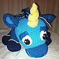 Licorne bleue haut de la tête