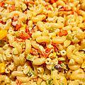 Salade de <b>coquillettes</b> crémeuse au poivron et au poulpe